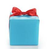 Blauwe giftdoos met rode die lintboog op wit wordt geïsoleerd Royalty-vrije Stock Afbeelding