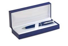 Blauwe giftdoos. Pen binnen. stock afbeeldingen