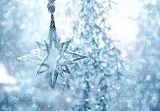 Blauwe glanzende ster De decoratie van Kerstmis of van het Nieuwjaar Royalty-vrije Stock Foto