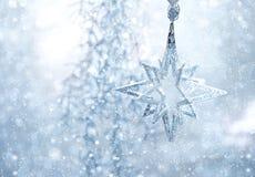 Blauwe glanzende ster. Kerstmis of nieuwe jaardecoratie Stock Fotografie