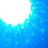 Blauwe glanzende vectorzon met gloed Stock Foto's