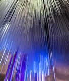 Blauwe gloeiende glaslijnen als abstracte achtergrond royalty-vrije stock afbeelding