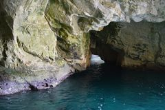 Blauwe grotten op de Middellandse Zee in Rosh Hanikra in Israël stock foto's