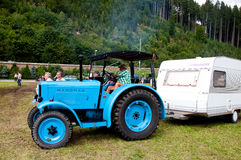 Blauwe Hanomag-tractor Stock Foto