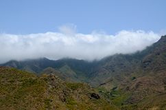 Blauwe hemel, bergen Stock Fotografie