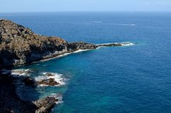 Blauwe hemel, bergen en oceaan Royalty-vrije Stock Afbeeldingen