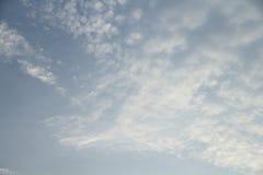 Blauwe hemel in bewolkt Royalty-vrije Stock Fotografie