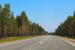 Blauwe hemel en auto Stock Foto