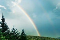 Blauwe hemel en dubbele regenboog Royalty-vrije Stock Foto's