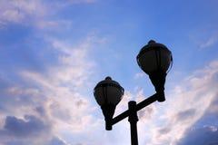 Blauwe hemel en lamp royalty-vrije stock foto