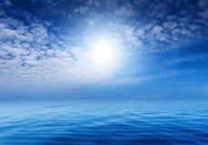 Blauwe hemel en oceaan Royalty-vrije Stock Fotografie