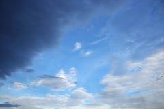 Blauwe hemel en raincloud mooi voor achtergrond Royalty-vrije Stock Afbeelding