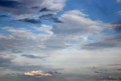 Blauwe hemel en raincloud mooi voor achtergrond Stock Foto