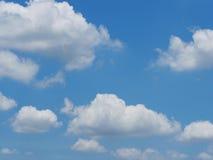 Blauwe hemel en witte wolk Royalty-vrije Stock Afbeelding