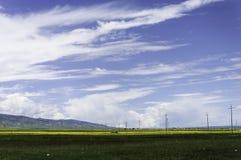 Blauwe hemel en witte wolk Royalty-vrije Stock Afbeeldingen
