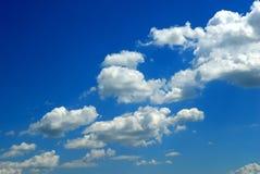 Blauwe hemel en witte wolken Royalty-vrije Stock Foto