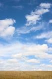 Blauwe hemel en witte wolken Stock Afbeelding