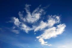 Blauwe hemel en witte wolken Stock Foto's