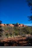 Blauwe hemel en woestijnrotsen royalty-vrije stock foto's
