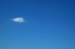 Blauwe hemel en wolk royalty-vrije stock foto's