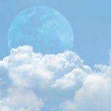 Blauwe hemel en wolk Stock Afbeeldingen