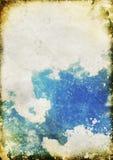 Blauwe hemel en wolk op oud grungedocument Stock Fotografie