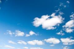 Blauwe Hemel en Wolken. Royalty-vrije Stock Afbeeldingen