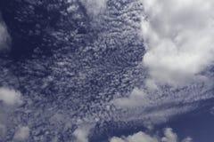 Blauwe hemel en wolken Hemel en wolkenachtergrond Stock Fotografie