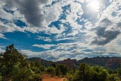 Blauwe Hemel en Wolken over Sedona, AZ Royalty-vrije Stock Afbeeldingen