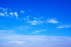 Blauwe hemel en wolkenachtergrond 171101 0003 Stock Afbeelding