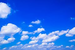 Blauwe hemel en wolkenachtergrond 171022 0072 Stock Afbeelding