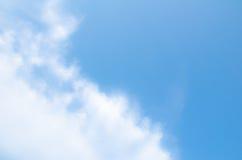 Blauwe hemel en wolkenachtergrond Royalty-vrije Stock Afbeelding