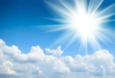 Blauwe hemel en zon Stock Foto