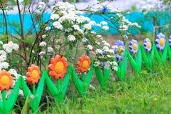 Blauwe hemel, groen gras, de stralen van de zon Royalty-vrije Stock Fotografie