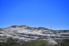 Blauwe Hemel, Groen Gras, en Witte Sneeuw Royalty-vrije Stock Foto's