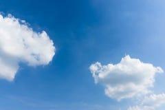 Blauwe hemel met de Blauwe hemel van de wolkenclose-up met wolkenachtergrond Royalty-vrije Stock Afbeelding