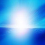 Blauwe hemel met een heldere zon daarin Stock Afbeelding