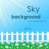 Blauwe hemel met witte omheining Stock Foto