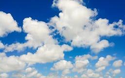 Blauwe hemel met witte wolk Stock Afbeelding