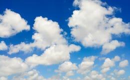 Blauwe hemel met witte wolk Royalty-vrije Stock Fotografie