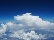 Blauwe hemel met wolk royalty-vrije stock afbeeldingen