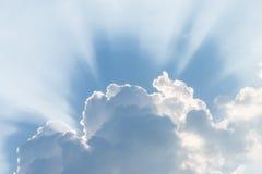 Blauwe hemel met wolk Stock Afbeeldingen