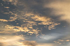 Blauwe hemel met wolk Stock Foto's