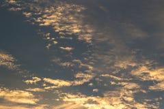 Blauwe hemel met wolk Stock Foto