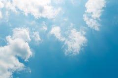 Blauwe hemel met wolk in de dag Royalty-vrije Stock Afbeeldingen