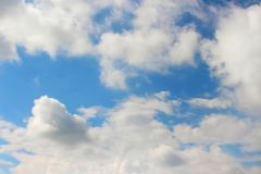 Blauwe Hemel met Wolken royalty-vrije stock foto