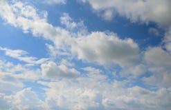 Blauwe Hemel met Wolken royalty-vrije stock afbeelding