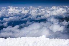 Blauwe hemel met wolken, mening van Jungfraujoch, Zwitserland Stock Afbeelding