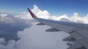 Blauwe Hemel met Wolken Vliegtuig in hemel Stock Afbeelding