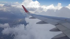 Blauwe Hemel met Wolken Vliegtuig in hemel Stock Fotografie